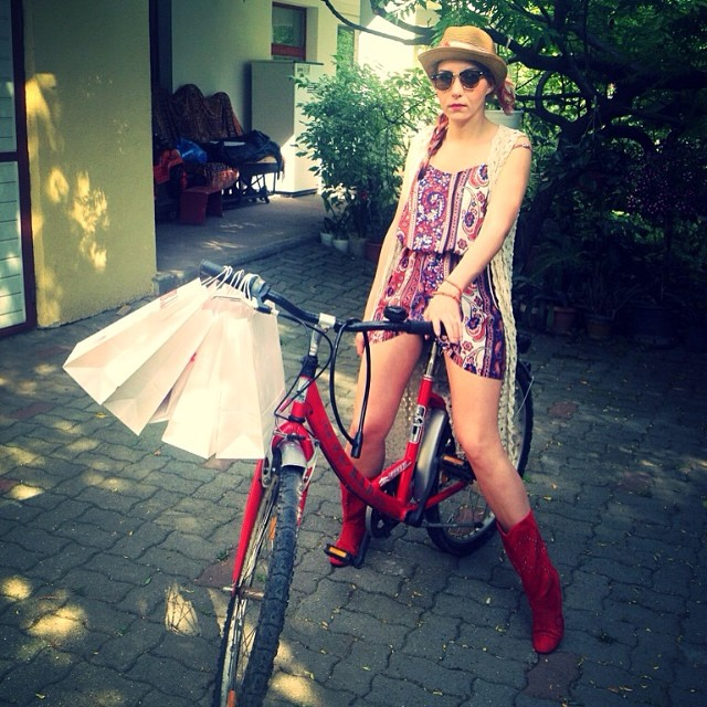 chic bike outfit