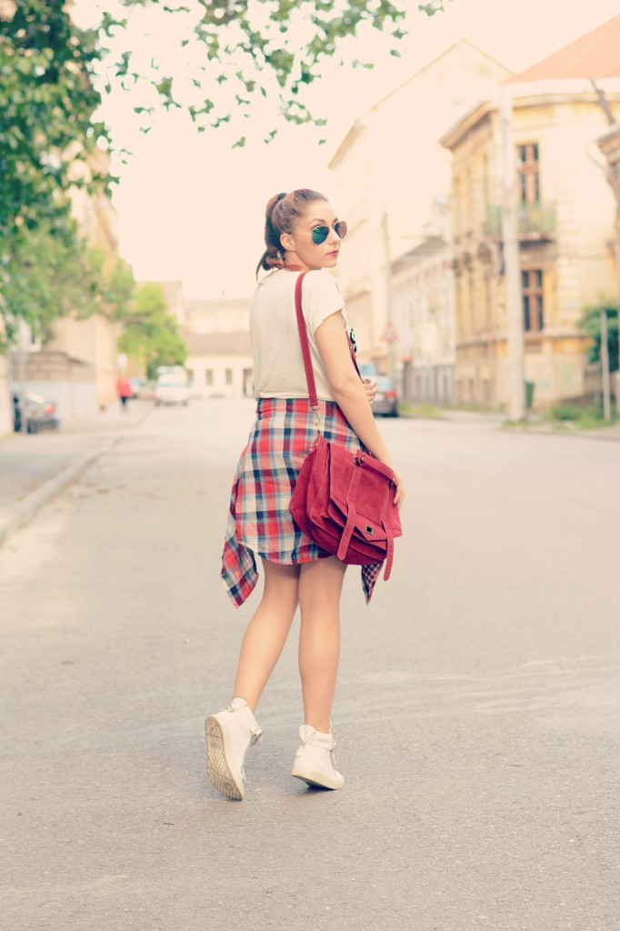 tied plaid shirt outfit