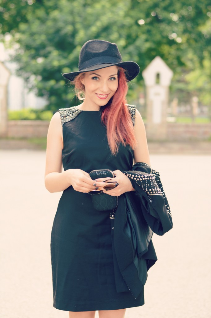 smile black outfit