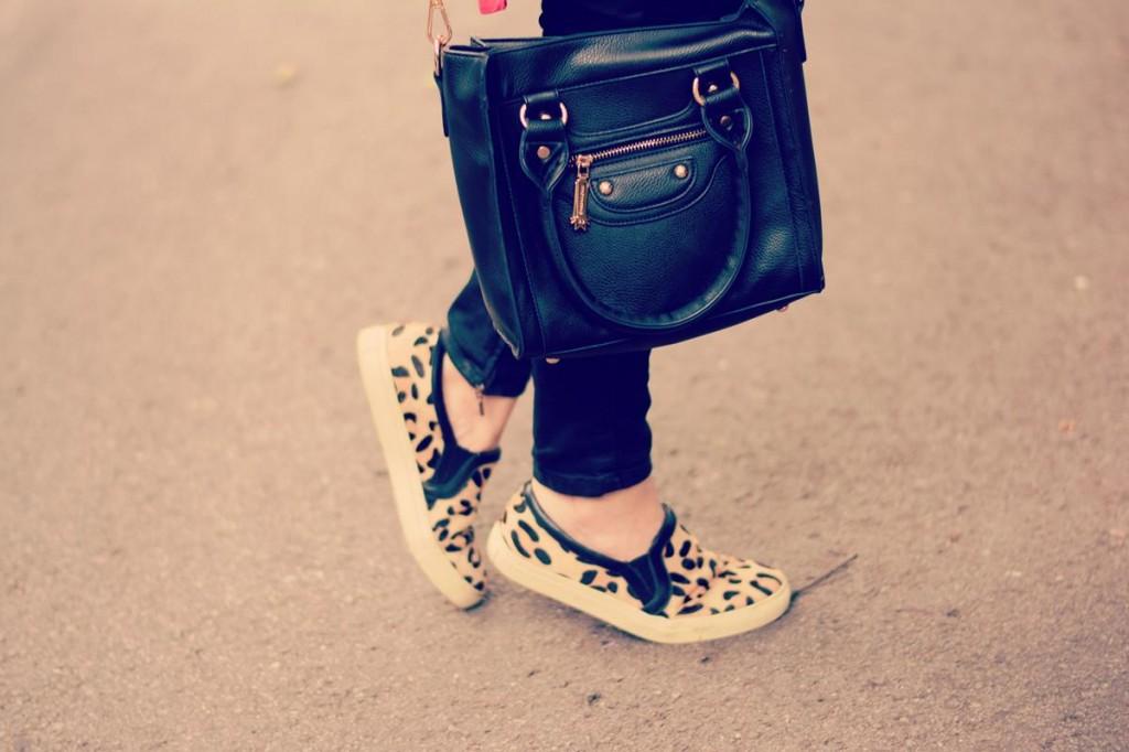 leopard shoes black bag