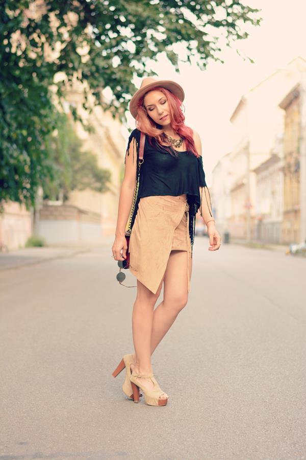 beige asymetric skirt