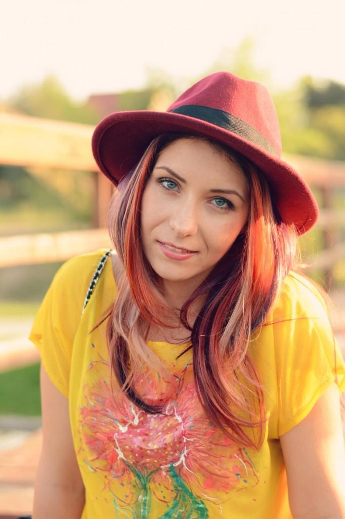 redhead hat blogger
