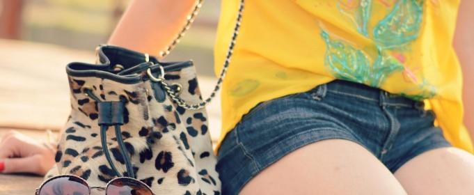 denim-shorts-leopard-bag