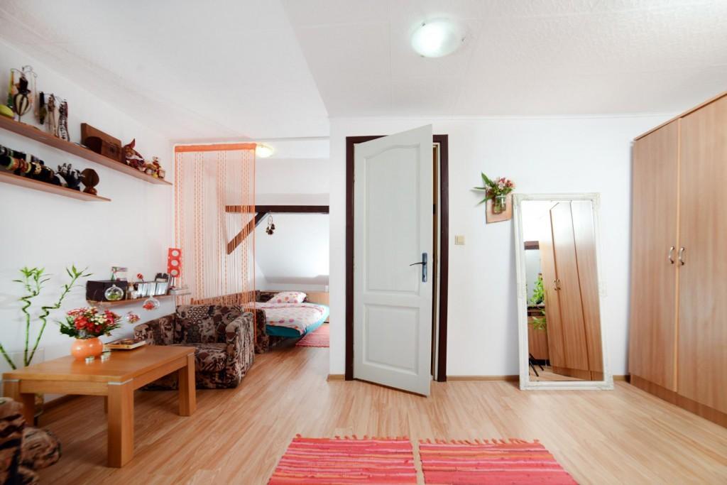 attic room decoration