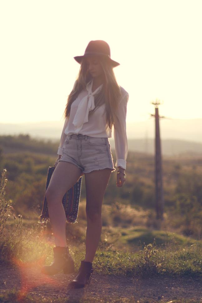 shorts white shirt hat look