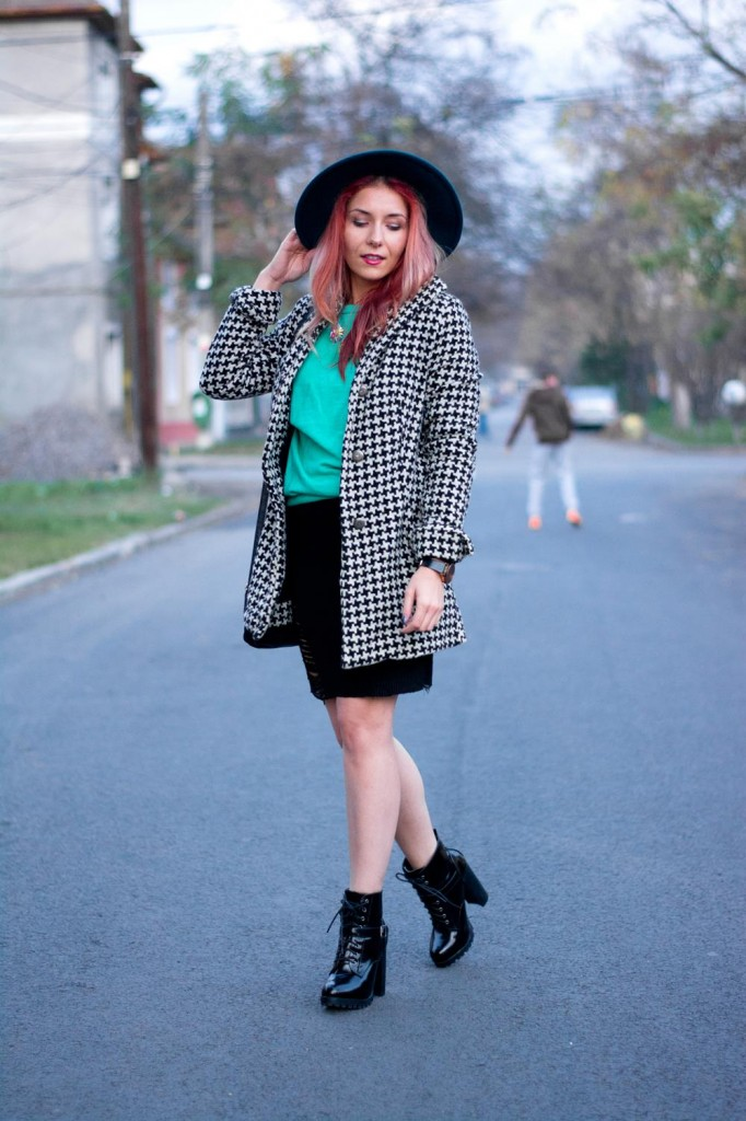 street fashion houndstooth coat