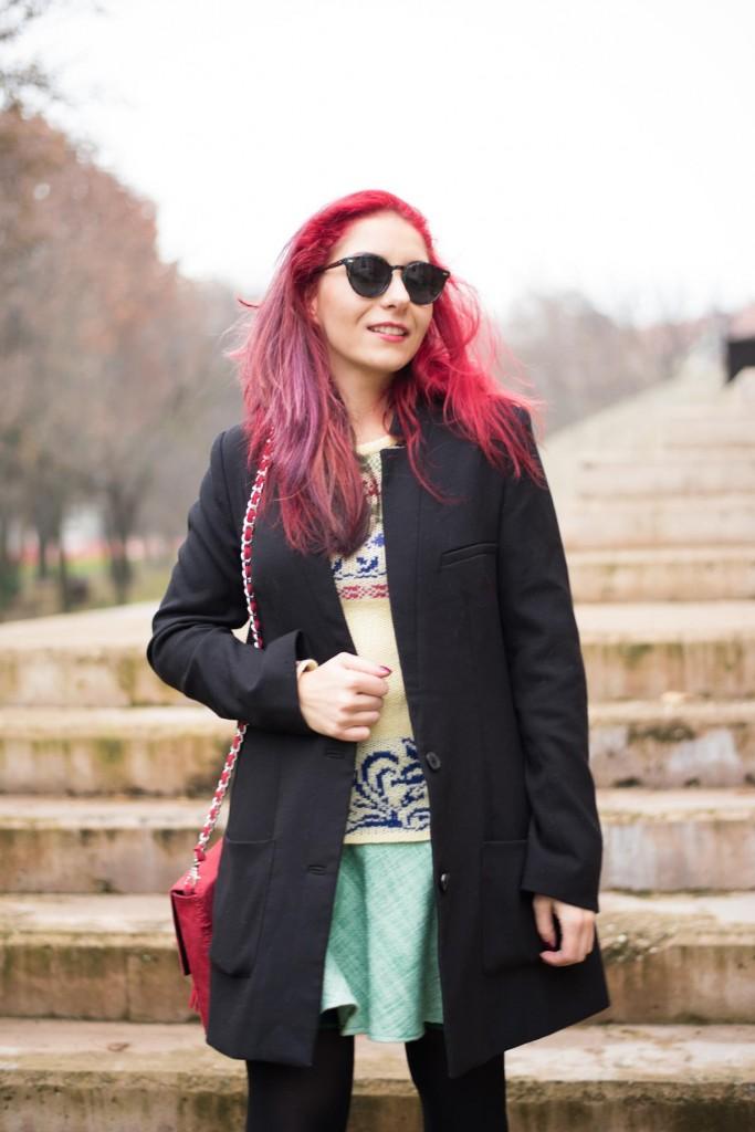hm black coat suede red bag
