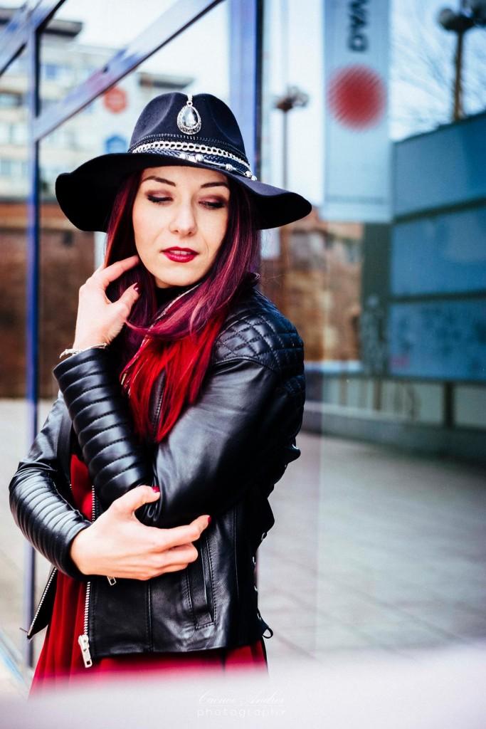 redhead leather jacket blogger