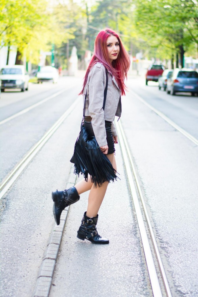 urban outfit leather skirt
