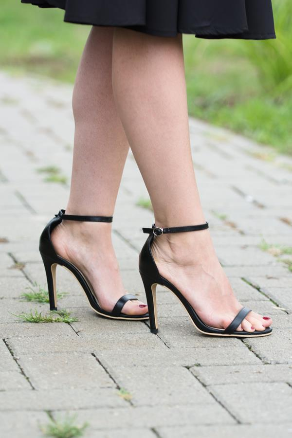 simple strap leather sandals