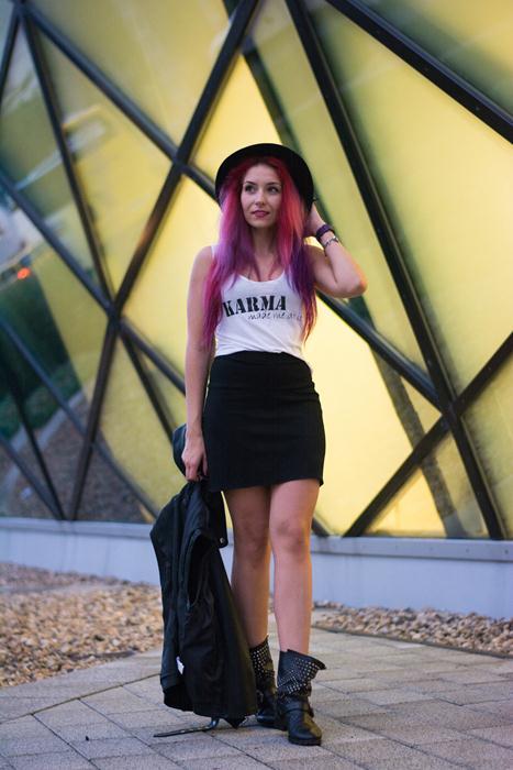 casual black skirt look